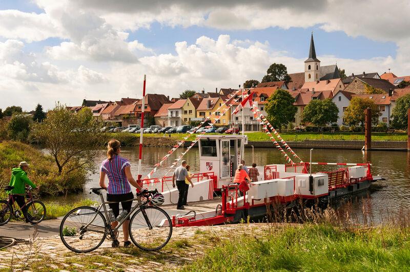 Faehre Eisenheim C) Fränkisches Weinland Tourismus GmbH - Martin Kirchner